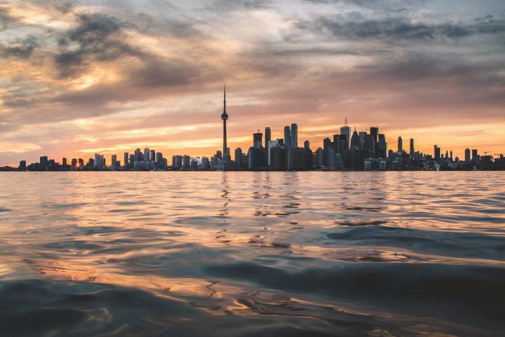 Frrdom Boat Club of Toronto and Wavve Boating form partnership